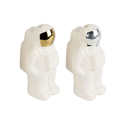 Salt and pepper shakers astronaut