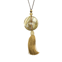 Disc and charm Pendant in blond horn