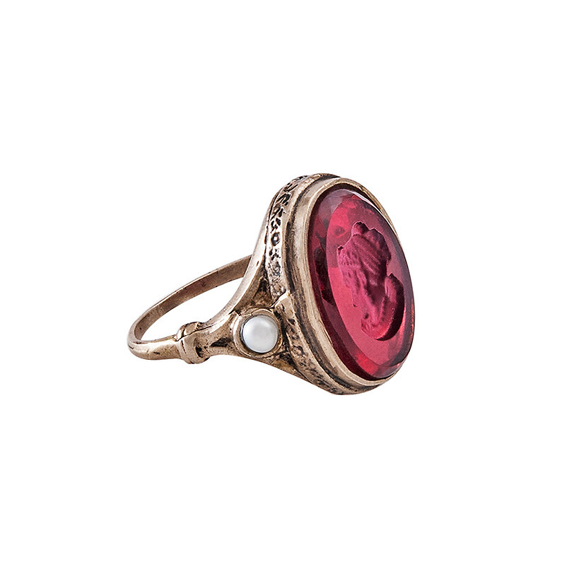 Intaglio with the effigy of Josephine - Ring (color ruby)