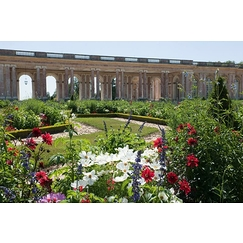 External view of the Grand Trianon: peristyle on the garden side, facade on the high Parterre