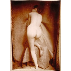 Naked woman from behind, straight knee resting on a stool